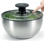 how to use a salad spinner